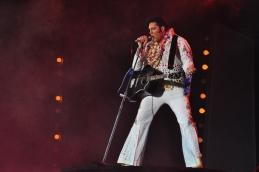 10.-Elvis-in-Hawaii-Suspicious-Minds